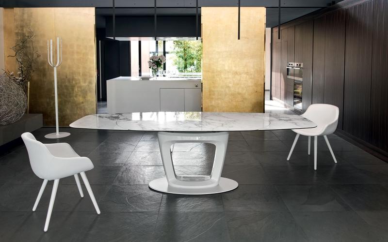Čistý italský rukopis tradičního výrobce židlí a stolů slide 0