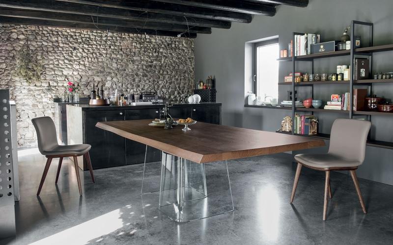 Čistý italský rukopis tradičního výrobce židlí a stolů slide 2