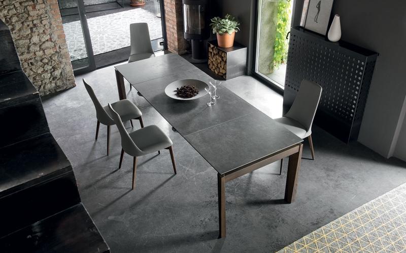 Čistý italský rukopis tradičního výrobce židlí a stolů slide 3