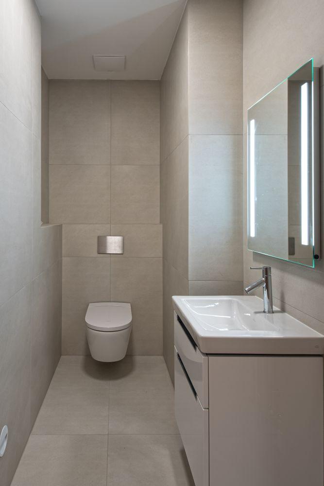 Luxusní koupelna a bazén v brněnské vile slide 5