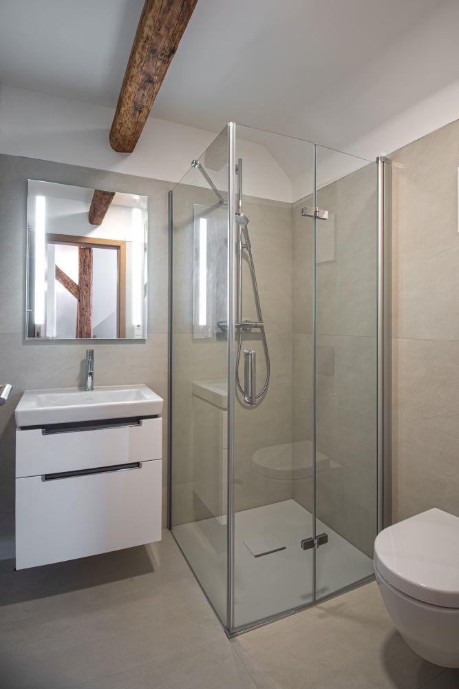 Luxusní koupelna a bazén v brněnské vile slide 6