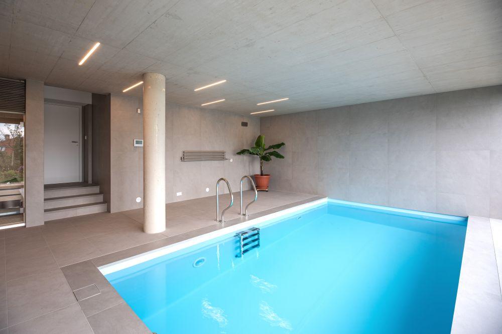 Luxusní koupelna a bazén v brněnské vile slide 0