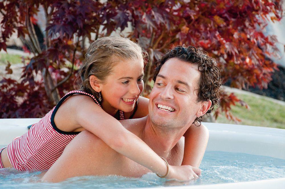 Letní vedra? Zchlaďte se v bazénu nebo ve vířivce slide 2