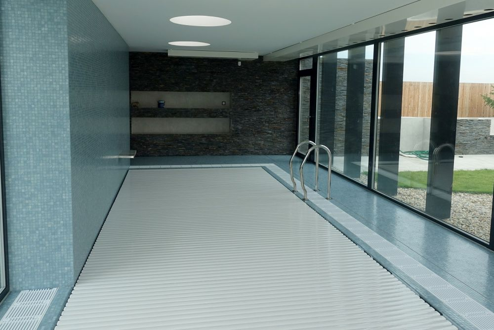 Letní vedra? Zchlaďte se v bazénu nebo ve vířivce slide 7