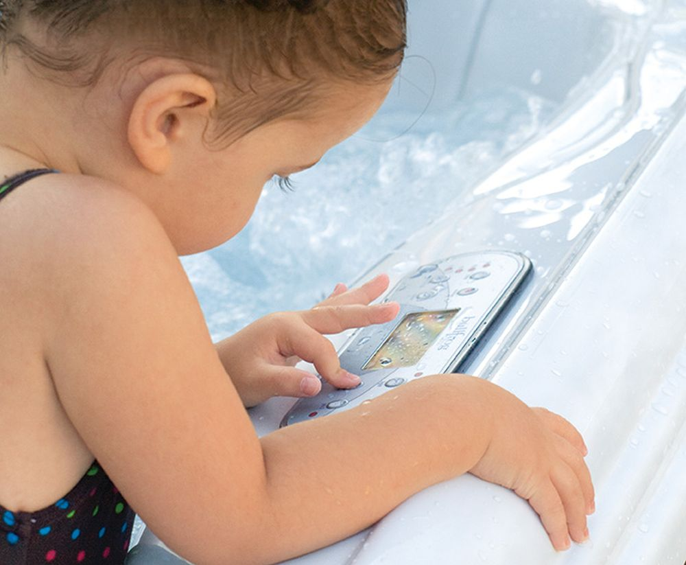 Letní vedra? Zchlaďte se v bazénu nebo ve vířivce slide 15