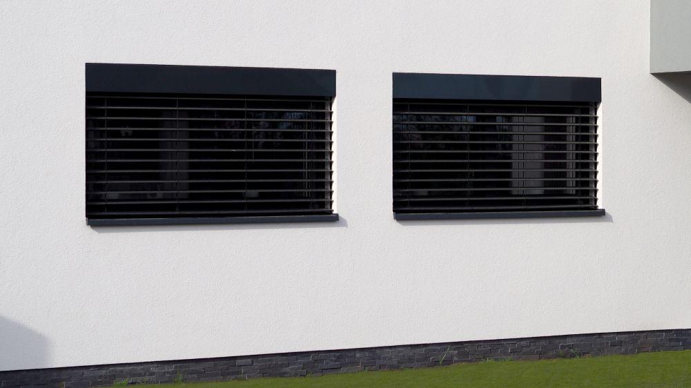 Garáži i oknům LOMAX sluší zásadně šedá barva slide 1
