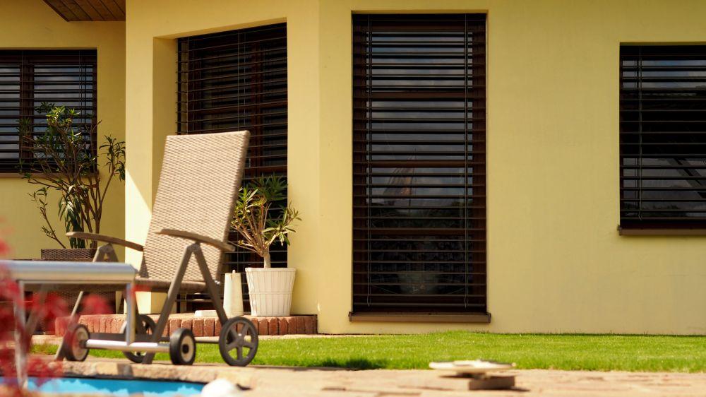 Garáži i oknům LOMAX sluší zásadně šedá barva slide 2