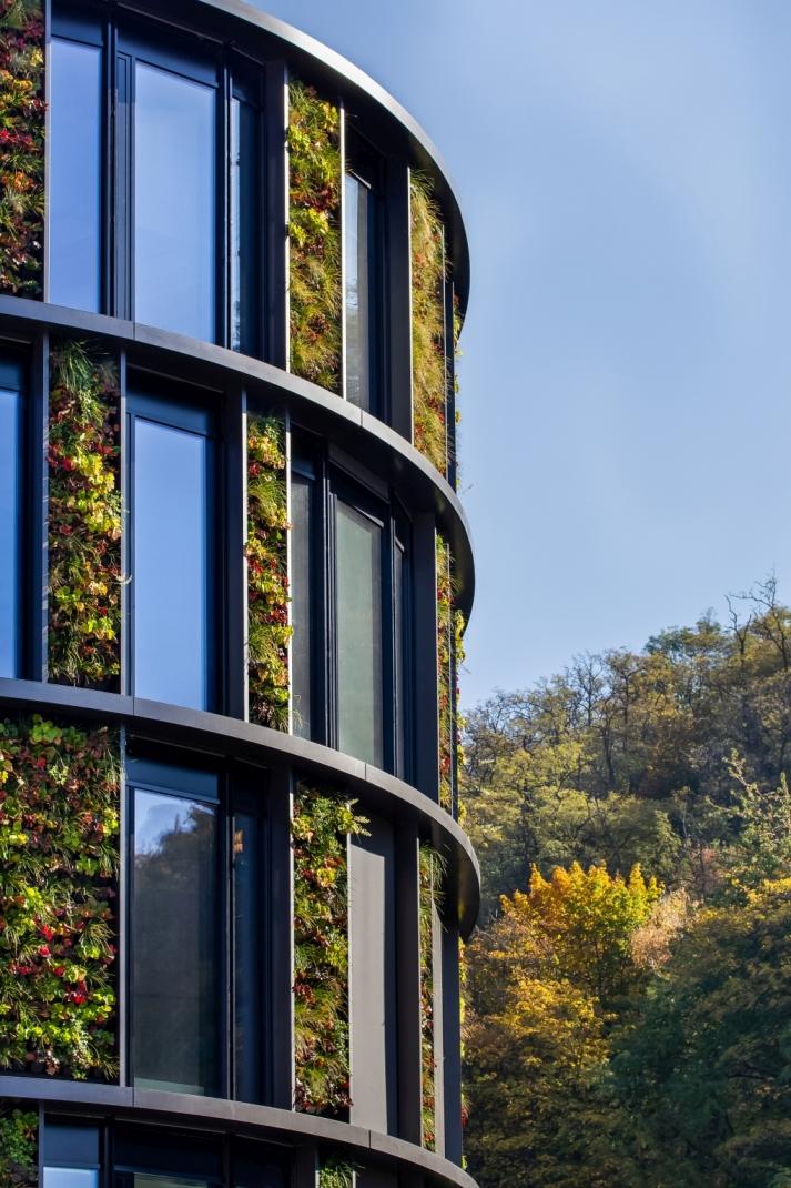 Největší vertikální zahrada ve střední Evropě slide 0