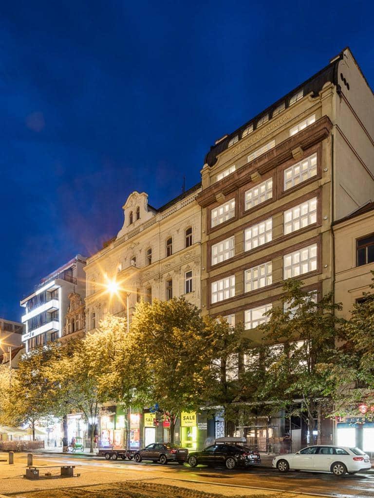 Mapei. V každém pokoji luxusního hotelu Pytloun  na Václavském náměstí v Praze. slide 0