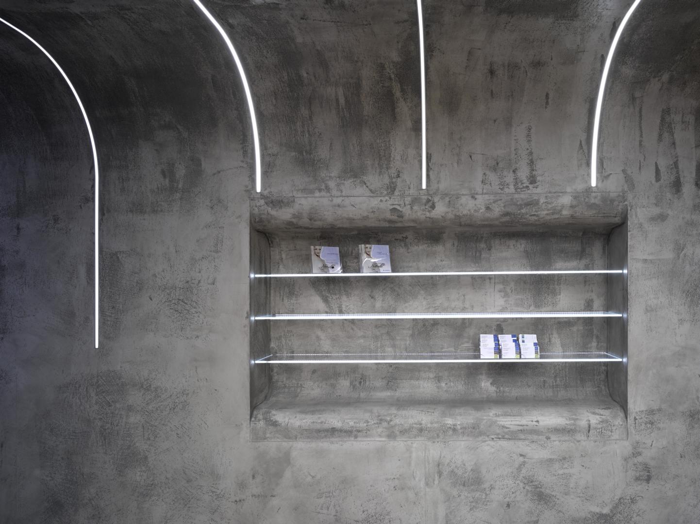 Perfektní symbióza organických tvarů a betonu slide 3