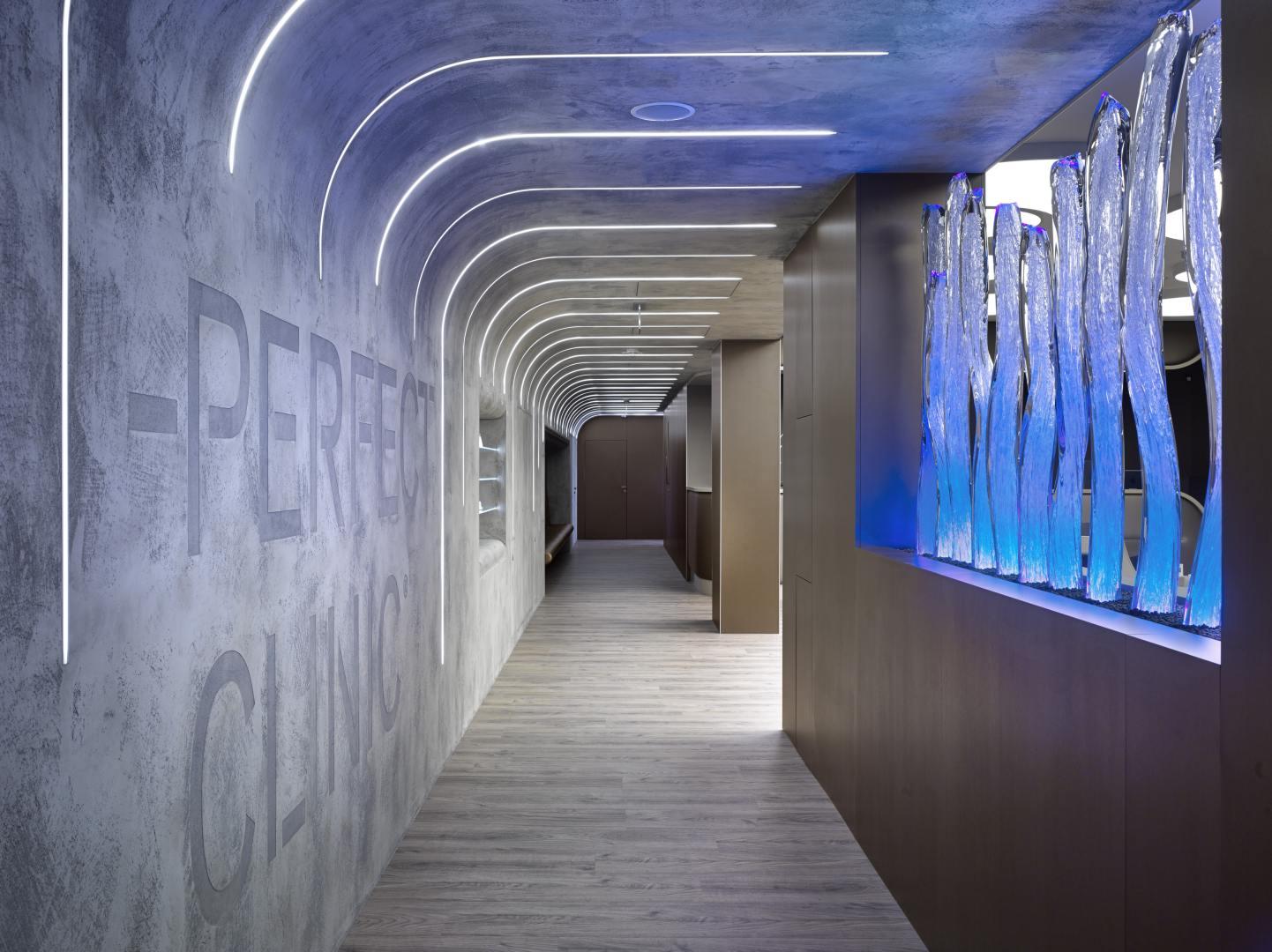 Perfektní symbióza organických tvarů a betonu slide 4