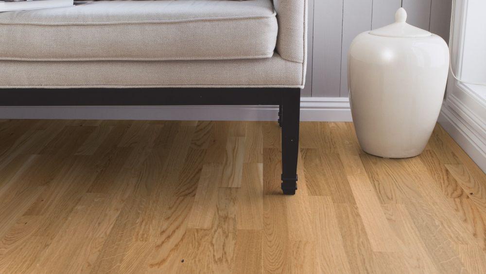 Dřevo nebo vinyl? Pojďte na to od podlahy! slide 2