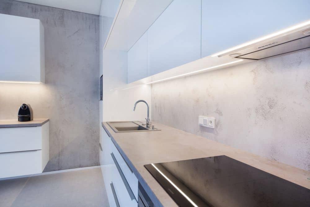 Designová stěrka Betonepox® v rezidenci Waltrovka slide 7