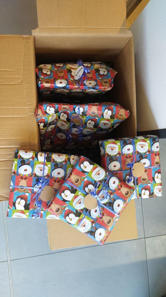Předávání dárků dětem z vánoční sbírky na Kaštanové 2020 slide 4