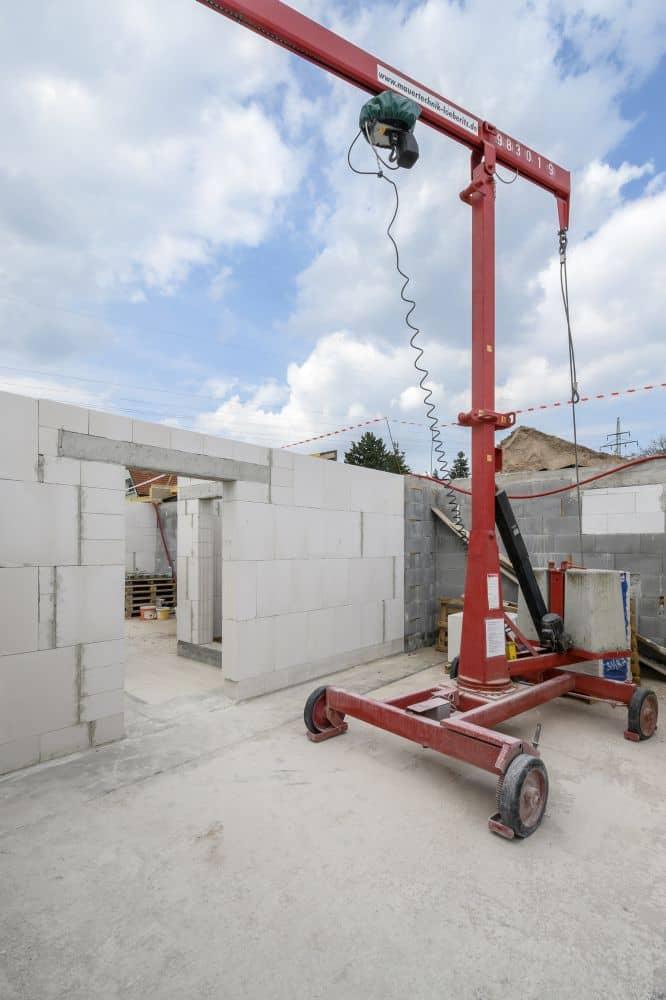 Hrubá stavba domů bleskovou rychlostí s tvárnicemi YTONG slide 0