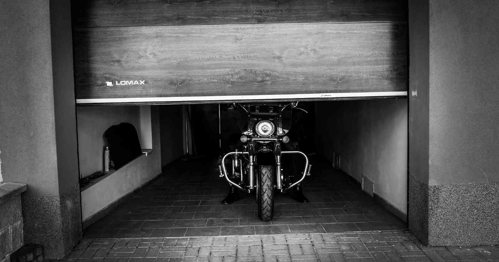 Garážová vrata motorka