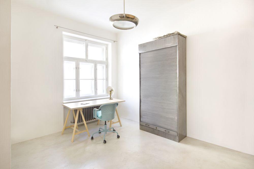 Němec stěrka beton pokoj nábytek